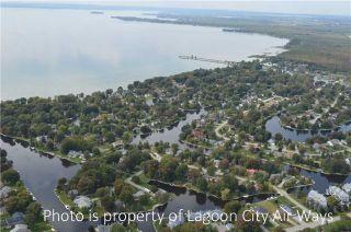 Photo 1: 27 Lake Avenue in Ramara: Brechin House (2-Storey) for sale : MLS®# S4019383