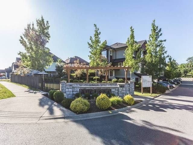 """Main Photo: 8 18199 70 Avenue in Surrey: Cloverdale BC Townhouse for sale in """"AUGUSTA"""" (Cloverdale)  : MLS®# R2076257"""