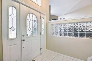 Photo 2: 11575 13 Avenue in Edmonton: Zone 16 House for sale : MLS®# E4257911