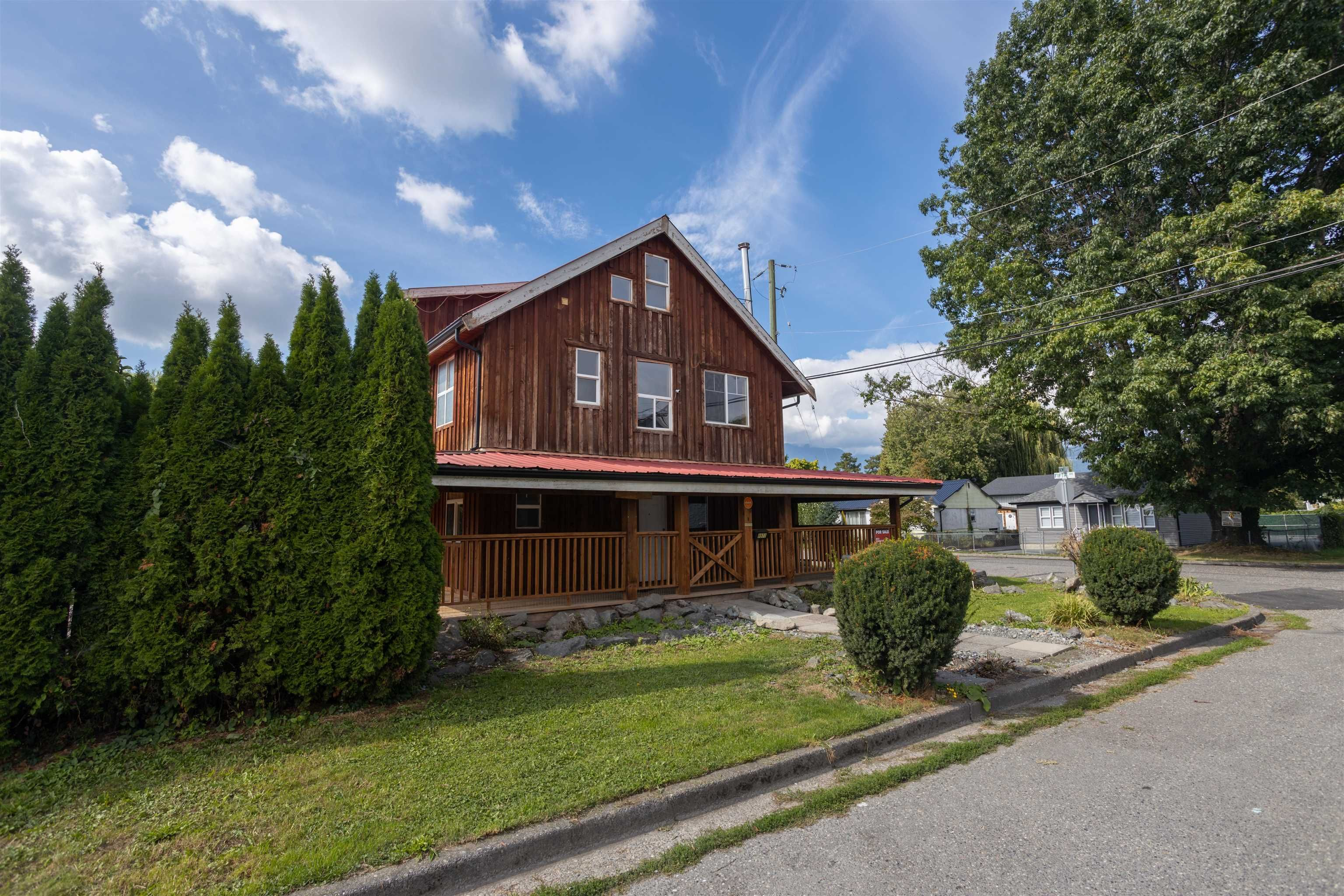 Main Photo: 8971 NOWELL Street in Chilliwack: Chilliwack E Young-Yale House for sale : MLS®# R2617558