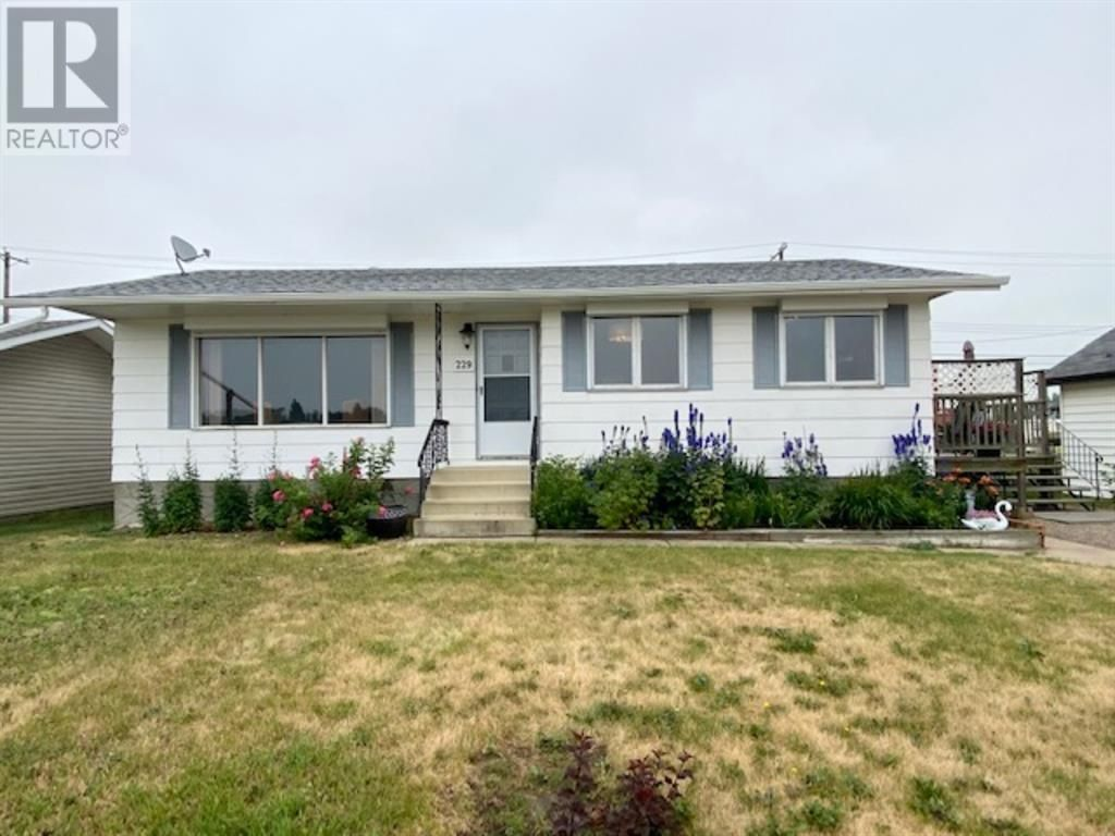 Main Photo: 229 14 Street in Wainwright: House for sale : MLS®# A1131165