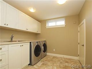Photo 14: 211 Robertson St in VICTORIA: Vi Fairfield East House for sale (Victoria)  : MLS®# 585604