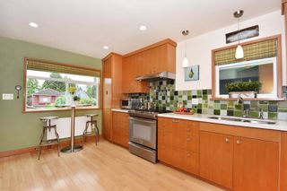 """Photo 9: 420 E 45TH Avenue in Vancouver: Fraser VE House for sale in """"MAIN/FRASER"""" (Vancouver East)  : MLS®# R2168295"""