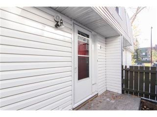Photo 3: 1 6424 4 Street NE in Calgary: Thorncliffe House for sale : MLS®# C4035130