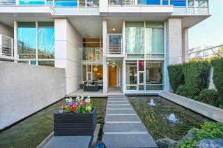 "Photo 2: 112 161 W GEORGIA Street in Vancouver: Downtown VW Townhouse for sale in ""COSMO"" (Vancouver West)  : MLS®# R2575699"