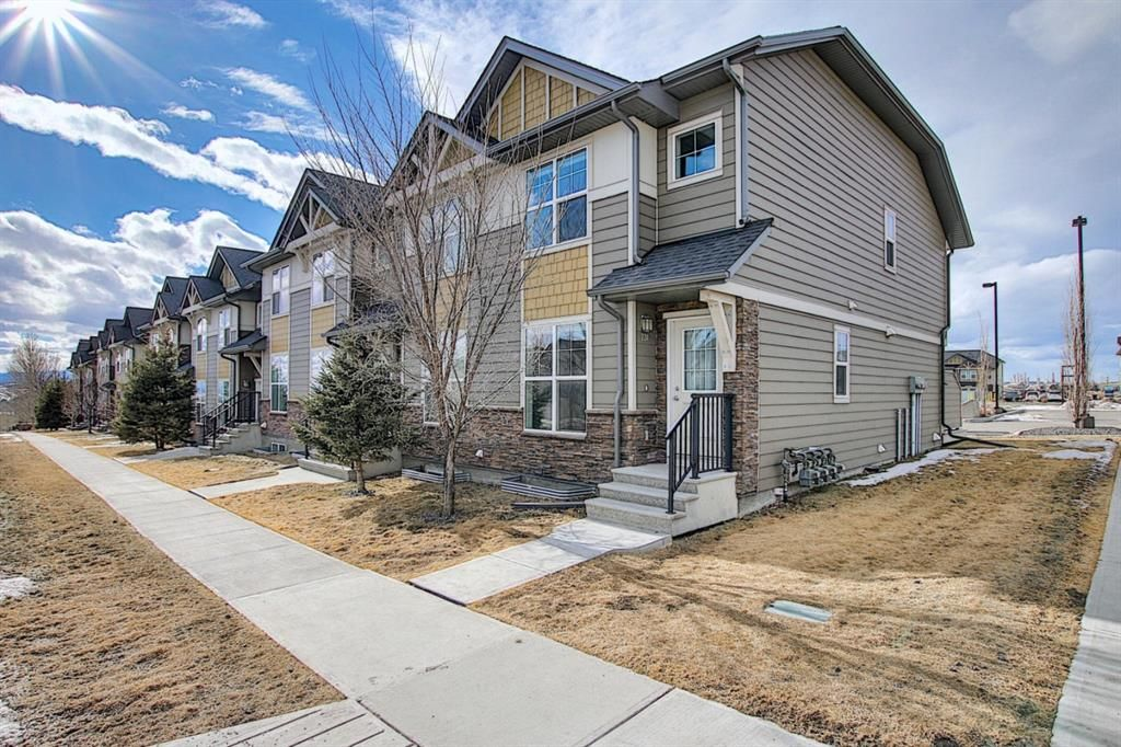 Main Photo: 731 101 Sunset Drive: Cochrane Row/Townhouse for sale : MLS®# A1077505
