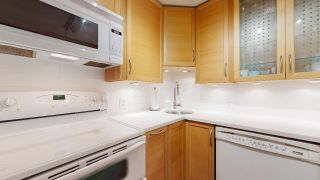 """Photo 23: 104 925 W 15TH Avenue in Vancouver: Fairview VW Condo for sale in """"The Emperor"""" (Vancouver West)  : MLS®# R2500079"""