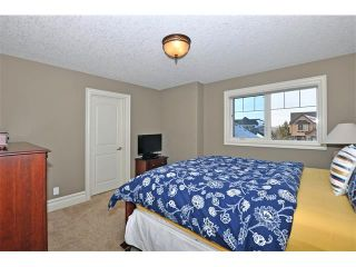 Photo 21: 18 DISCOVERY VISTA Point(e) SW in Calgary: Discovery Ridge House for sale : MLS®# C4018901