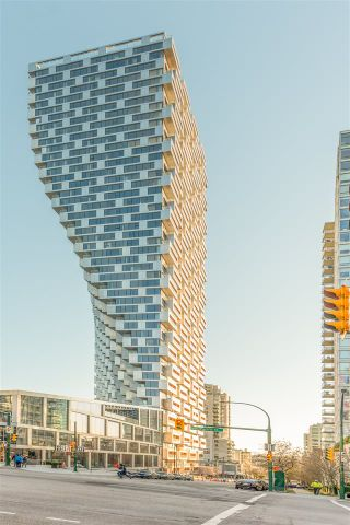 "Photo 2: 3507 1480 HOWE Street in Vancouver: Yaletown Condo for sale in ""VANCOUVER HOUSE"" (Vancouver West)  : MLS®# R2445993"