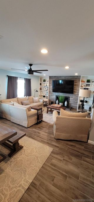 Photo 8: SPRING VALLEY House for sale : 4 bedrooms : 10067 Diversion Dr