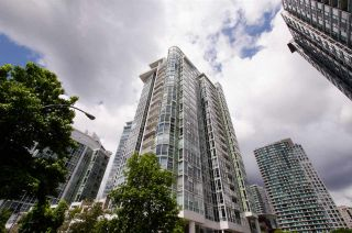 "Main Photo: 1206 1077 MARINASIDE Crescent in Vancouver: Yaletown Condo for sale in ""MARINASIDE RESORT"" (Vancouver West)  : MLS®# R2463193"