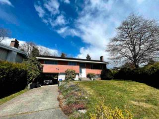 Photo 2: 6905 HYCREST Drive in Burnaby: Montecito House for sale (Burnaby North)  : MLS®# R2561018