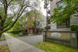 """Photo 1: 404 2161 W 12TH Avenue in Vancouver: Kitsilano Condo for sale in """"THE CARLINGS"""" (Vancouver West)  : MLS®# R2502485"""