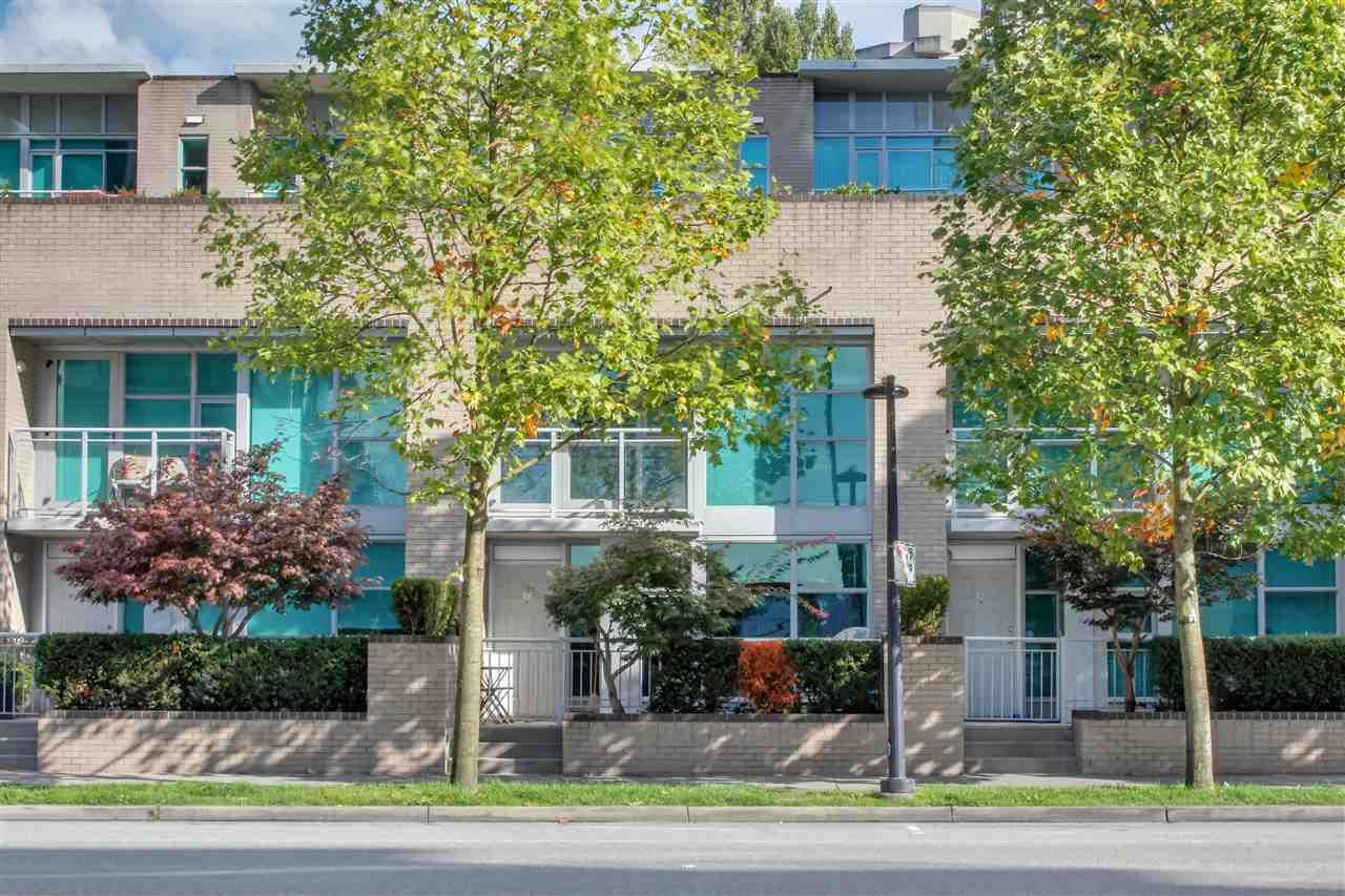 Main Photo: TH2 188 E ESPLANADE in North Vancouver: Lower Lonsdale Townhouse for sale : MLS®# R2525261