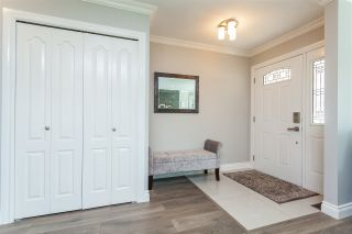 """Photo 15: 6059 187 Street in Surrey: Cloverdale BC House for sale in """"Eaglecrest"""" (Cloverdale)  : MLS®# R2399815"""