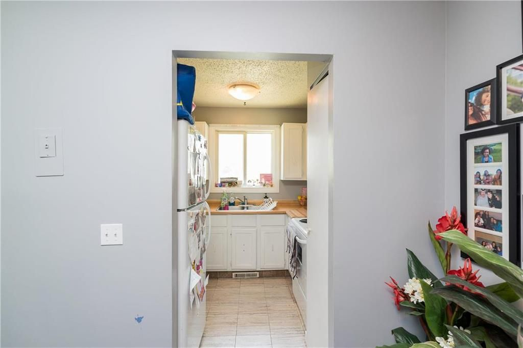 Photo 11: Photos: 749 Adsum Drive in Winnipeg: Maples Residential for sale (4H)  : MLS®# 202110731