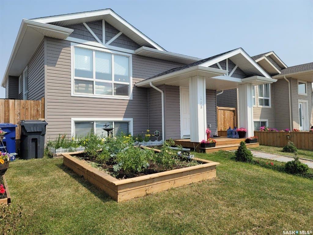 Main Photo: 208 Reddekopp Lane in Warman: Residential for sale : MLS®# SK865241