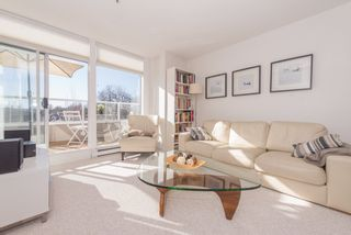 """Photo 4: 402 2288 W 12TH Avenue in Vancouver: Kitsilano Condo for sale in """"CONNAUGHT POINT"""" (Vancouver West)  : MLS®# R2051681"""