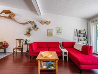 """Photo 15: 412 2333 TRIUMPH Street in Vancouver: Hastings Condo for sale in """"LANDMARK MONTEREY"""" (Vancouver East)  : MLS®# R2582065"""