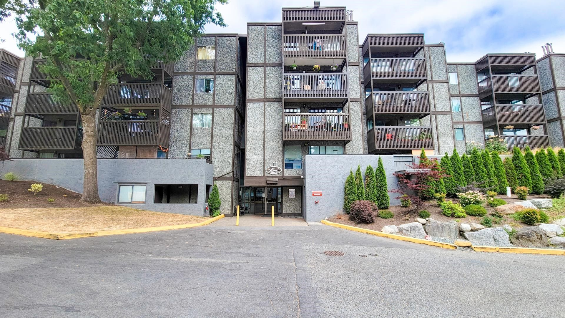 """Main Photo: 213 9682 134 Street in Surrey: Whalley Condo for sale in """"PARKWOODS - ELM"""" (North Surrey)  : MLS®# R2622078"""