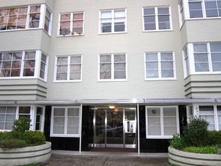 """Photo 1: 208 1565 BURNABY Street in Vancouver: West End VW Condo for sale in """"Seacrest Apartments"""" (Vancouver West)  : MLS®# R2437504"""