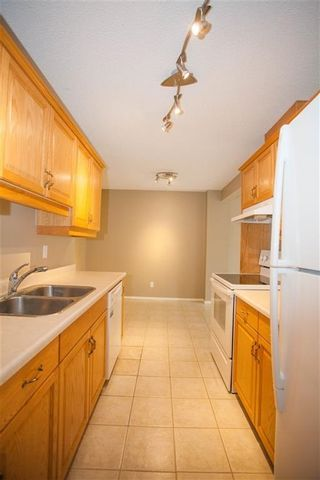 Photo 3: 189 CALLINGWOOD Place in Edmonton: Zone 20 Townhouse for sale : MLS®# E4246325