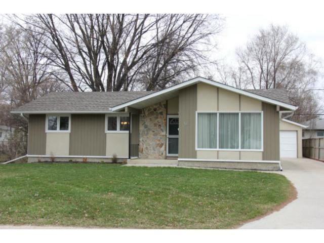 Main Photo: 16 Cabot Crescent in WINNIPEG: St Vital Residential for sale (South East Winnipeg)  : MLS®# 1206127