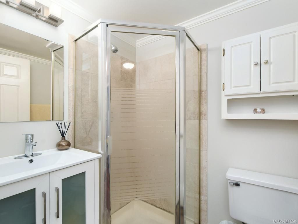Photo 18: Photos: 101 1039 Caledonia Ave in Victoria: Vi Central Park Condo for sale : MLS®# 841658