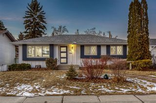 Photo 2: 120 Maple Court Crescent SE in Calgary: Maple Ridge Detached for sale : MLS®# A1054550