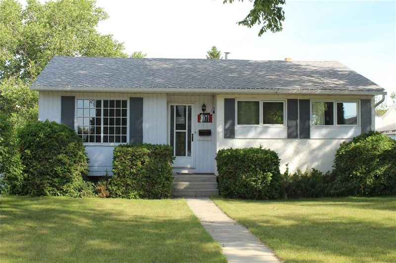 FEATURED LISTING: 1071 Ducharme Avenue Winnipeg