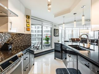 Photo 3: 1505 1010 BURNABY STREET in Vancouver: West End VW Condo for sale (Vancouver West)  : MLS®# R2613983