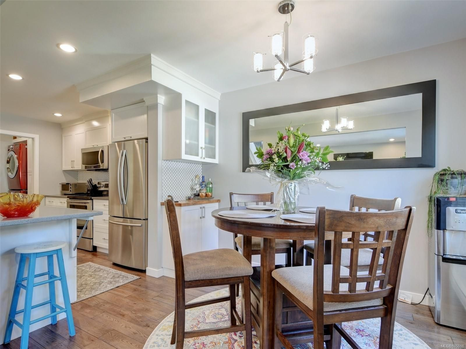 Welcome to this immaculate home in the heart of James bay