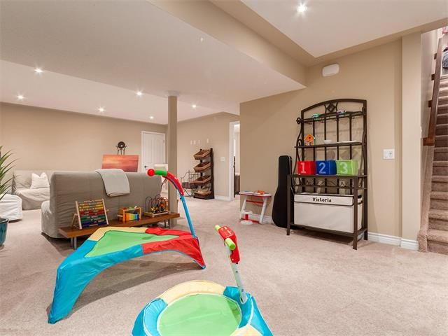 Photo 34: Photos: 40 COUGARSTONE Manor SW in Calgary: Cougar Ridge House for sale : MLS®# C4087798