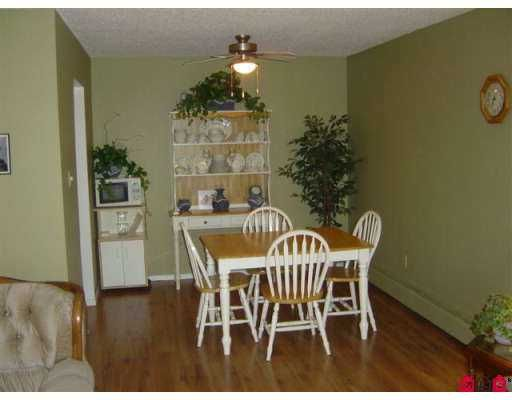 "Photo 4: Photos: 312 7426 138TH ST in Surrey: East Newton Condo for sale in ""Glencoe Estates"" : MLS®# F2618975"