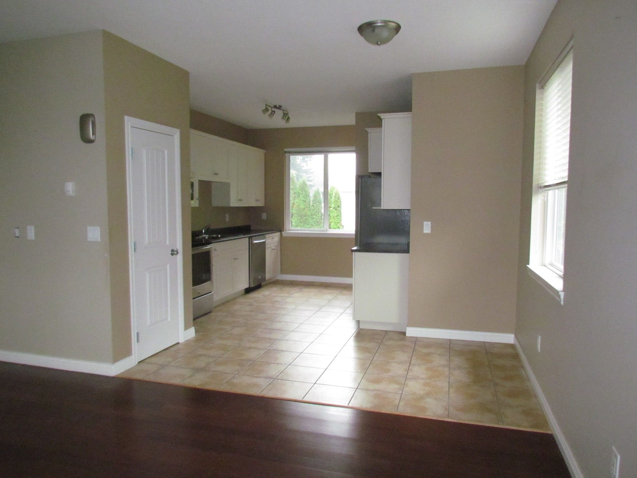 Photo 11: Photos: Suite 35158 Rockwell Dr. in Abbotsford: Abbotsford East Condo for rent
