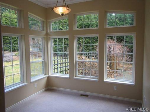 Photo 6: Photos: 725 Martlett Dr in VICTORIA: Hi Western Highlands House for sale (Highlands)  : MLS®# 662045