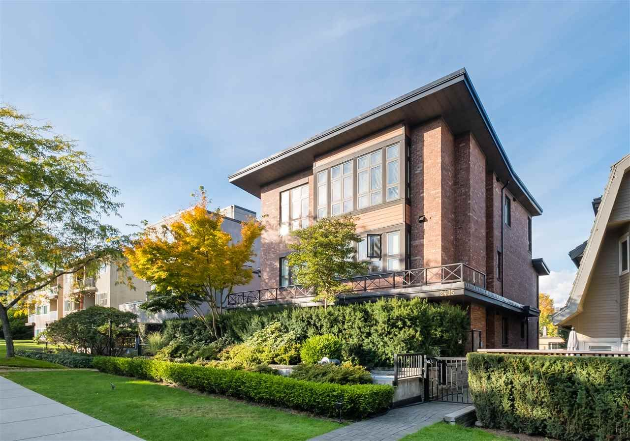 "Main Photo: 2 2435 W 1ST Avenue in Vancouver: Kitsilano Condo for sale in ""FIRST AVENUE MEWS"" (Vancouver West)  : MLS®# R2535166"