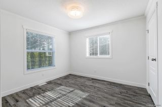 """Photo 20: 23 2303 CRANLEY Drive in Surrey: King George Corridor Manufactured Home for sale in """"Sunnyside Estates"""" (South Surrey White Rock)  : MLS®# R2550516"""