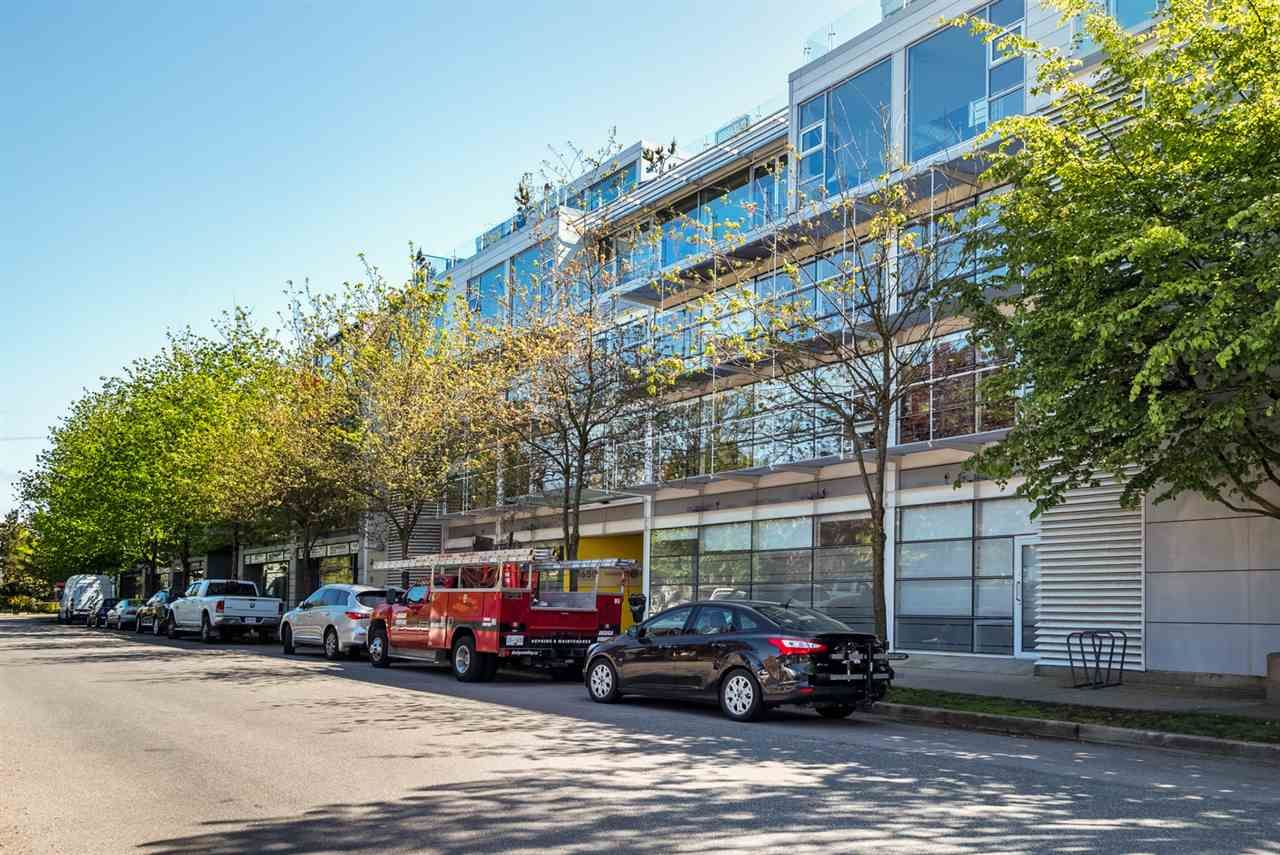 """Main Photo: 2 1650 W 1ST Avenue in Vancouver: False Creek Townhouse for sale in """"THE ELLIS FOSTER BUILDING"""" (Vancouver West)  : MLS®# R2062356"""