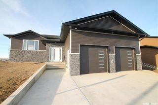 Photo 1: 825 Hamilton Drive in Swift Current: Highland Residential for sale : MLS®# SK834024