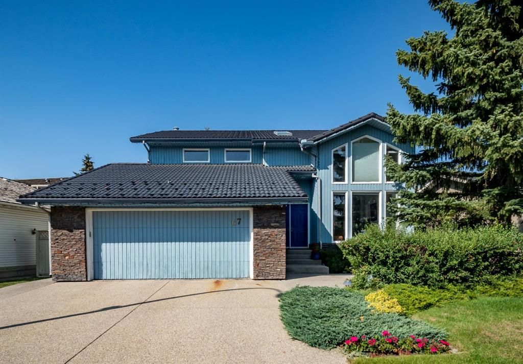 Main Photo: 67 Edgeridge Court NW in Calgary: Edgemont Detached for sale : MLS®# A1142005