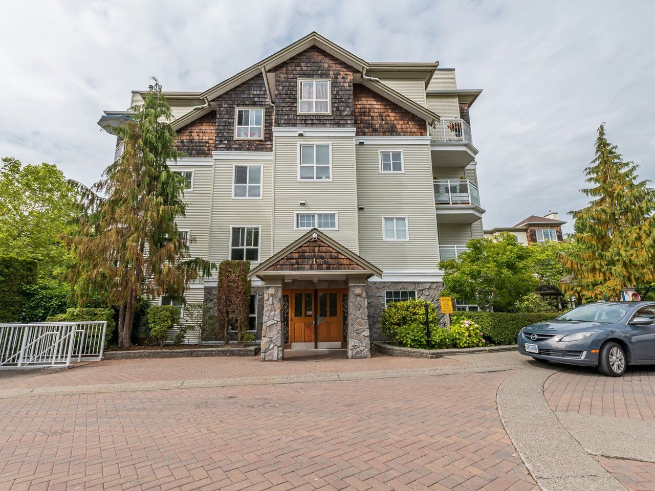 """Main Photo: 104 10188 155 Street in Surrey: Guildford Condo for sale in """"Sommerset"""" (North Surrey)  : MLS®# R2467680"""
