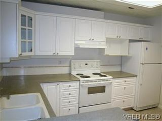 Photo 3: 211 1083 Tillicum Rd in VICTORIA: Es Kinsmen Park Condo for sale (Esquimalt)  : MLS®# 573943