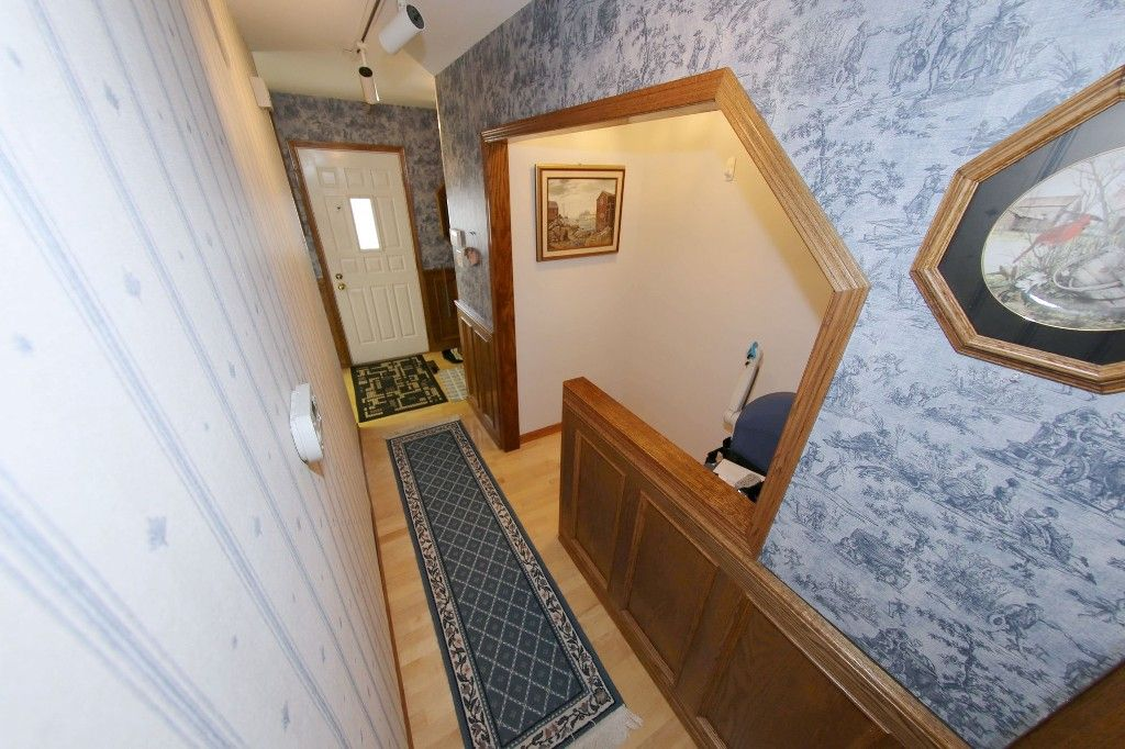 Photo 9: Photos: 1 1048 Buchanan Boulevard in Winnipeg: Crestview Townhouse for sale (West Winnipeg)  : MLS®# 1514156