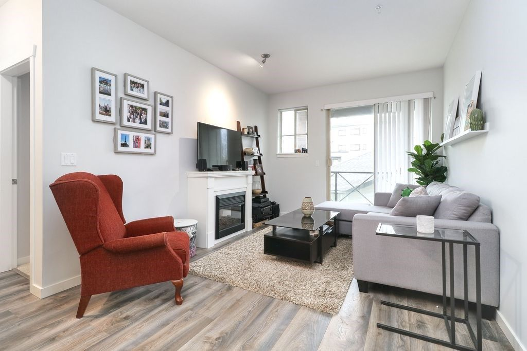 "Photo 9: Photos: 305 2336 WHYTE Avenue in Port Coquitlam: Central Pt Coquitlam Condo for sale in ""CENTREPOINTE"" : MLS®# R2252900"