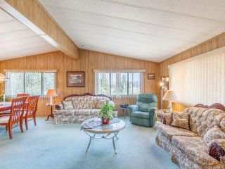 Photo 2: 110 6325 Metral Dr in NANAIMO: Na Pleasant Valley Manufactured Home for sale (Nanaimo)  : MLS®# 822356