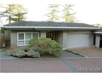 Main Photo: 8 942 Boulderwood Rise in VICTORIA: SE Broadmead Row/Townhouse for sale (Saanich East)  : MLS®# 527520
