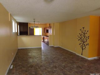 Photo 2: 413 Railway Avenue in Gainsborough: Residential for sale : MLS®# SK809070