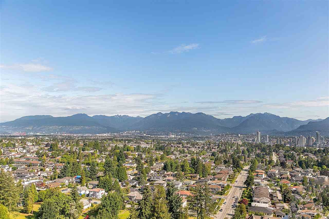 "Main Photo: 2104 5652 PATTERSON Avenue in Burnaby: Central Park BS Condo for sale in ""Central Park Place"" (Burnaby South)  : MLS®# R2463134"