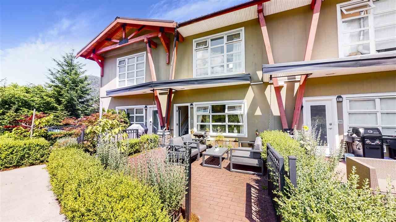 "Main Photo: 127 41105 TANTALUS Road in Squamish: Tantalus Townhouse for sale in ""GALLERIES"" : MLS®# R2477800"